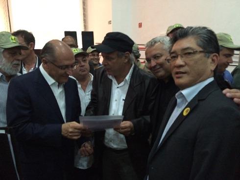 Diretores do Sindbast entregam carta ao Governador Geraldo Alckim - 31 de maio de 2016
